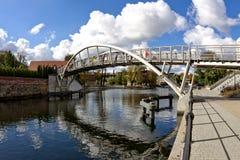 Amanti del ponte - fiume di Brda in Bydgoszcz fotografie stock libere da diritti