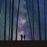 Amanti in foresta Fotografie Stock Libere da Diritti