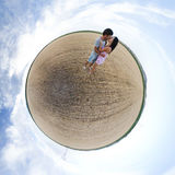 Amanti su un piccolo pianeta Fotografia Stock