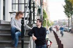 Amants à Amsterdam images libres de droits