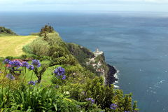 Amants dans une maison de jardin près du vieux phare dans Nordeste Image libre de droits