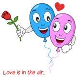 Amants de ballons dans le vol d'amour dans le ciel Photos stock