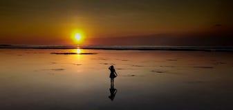 Amants de coucher du soleil ! image stock