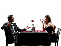 Amants de couples datant des silhouettes de conflit de dîner Photographie stock libre de droits