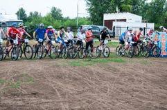 Amants de cyclistes de concurrence photo stock