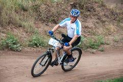 Amants de cyclistes de concurrence image libre de droits