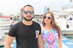 Amants heureux sur le yacht - Dubaï Photographie stock