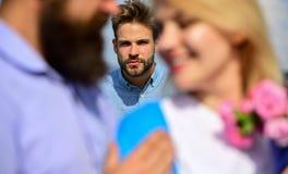 Amants romantiques de date de couples flirtant Amants rencontrant des relations extérieures de romance de flirt Couples dans la d Photo libre de droits