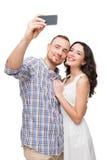 Amants souriant et faisant le selfie Image stock