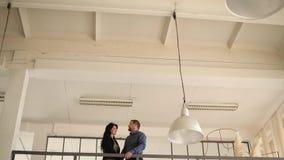 Amants sur le balcon clips vidéos