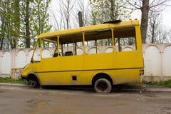 Łamany stary autobus Zdjęcia Royalty Free