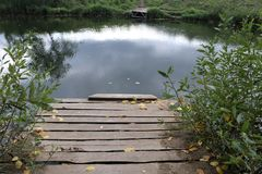 Łamany stary drewniany most Zdjęcie Stock
