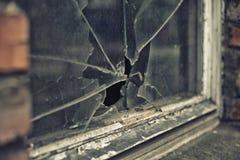 Łamany szklany okno odbija clounding niebo Obraz Stock