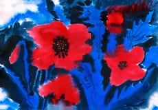 Amapolas del escarlata en un fondo azul Fotos de archivo