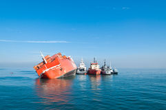 amaranto接地的快活的ro船 免版税图库摄影