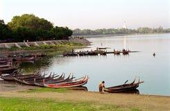 amarapura桥梁缅甸视图 免版税库存图片