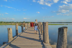 Amarapura, Myanmar - NOVEMBER 13, 2014: People walking on U-Bein. Old teak bridge in the suburbs of Mandalay Stock Images
