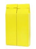 Amarele a caixa do pacote isolada Foto de Stock