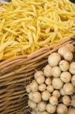 Amarele feijões de corda com Radish Imagem de Stock Royalty Free