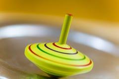 Amarelo do giroscópio, no movimento, amarelo do giroscópio do ` s das crianças fotografia de stock royalty free