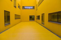 Amarelo do hospital fotografia de stock royalty free