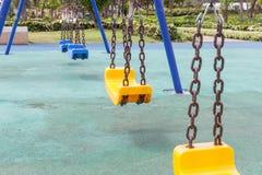 Amarelo e azul balança no parque Fotos de Stock Royalty Free