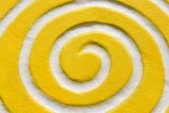 Amarelo espiral branco Vista superior e fim acima Imagem de Stock