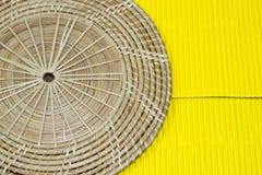 Amarelo no fundo de madeira Fotografia de Stock Royalty Free