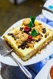 Amaretto e bolo de queijo da passa, sobremesa Imagens de Stock Royalty Free