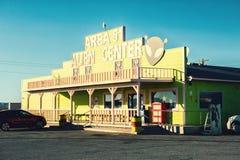 Amargosa dolina, Nevada Stany Zjednoczone, Październik, - 26, 2017: Terenu 51 obcego Centrum sklep i benzynowa stacja fotografia stock