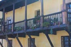 Amarilla da casa, Llanes, Espanha Foto de Stock