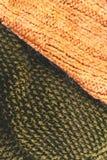 Amarillee el cierre hecho punto del fondo de la textura de la tela de las lanas para arriba Imagenes de archivo