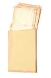Amarillee el sobre con las hojas de papel viejas Fotografía de archivo libre de regalías