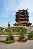 Amarillee el templo Wuhan Hubei China de la torre de la grúa Imágenes de archivo libres de regalías