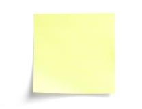 Amarillee la nota pegajosa sobre blanco Fotos de archivo libres de regalías