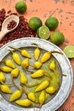 Amarillee las pimientas de chile conservadas en vinagre, cales frescas, pimientas de chile rojo secadas picantes Fotografía de archivo