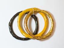 Amarillo étnico del árbol del oro de la mano de la pulsera Fotografía de archivo