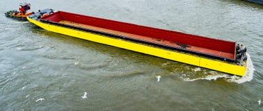 amarillo barge adentro Europa del norte imagen de archivo libre de regalías