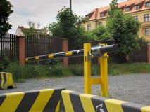 Amarillo cercano Praga de la barrera del estacionamiento Foto de archivo libre de regalías