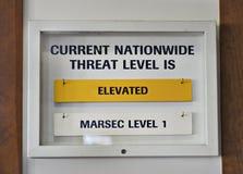Amarillo elevado nivel de la amenaza del terrorista de los E.E.U.U. de la muestra Imágenes de archivo libres de regalías