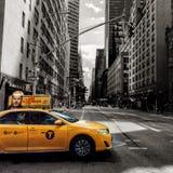 Amarillo en un mundo de blanco y negro Fotografía de archivo libre de regalías