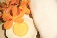 Amarillo, jabón Fotos de archivo