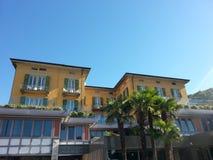 Amarillo rojo del hotel del norte de Italia Imagenes de archivo