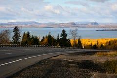 Amarillos, azules, viento, nubes y una manera Imagen de archivo