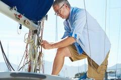 Amarração do iate do barco de vela fotografia de stock royalty free