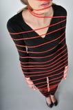 Amarrado - mulher nova nas cordas fotografia de stock royalty free