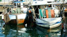Amarrado pescando los barcos rastreadores Fotos de archivo libres de regalías