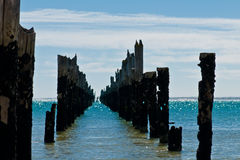 Amarradura putrefacta hermosa en una playa imágenes de archivo libres de regalías
