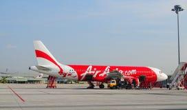 Amarrage d'avion à l'aéroport de Don Muang à Bangkok, Thaïlande Photographie stock