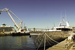 Amarrage de bateau chez Victoria Wharf, Cape Town image stock